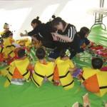 As crianças caracterizadas de abelhas participavam das atividades