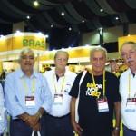 Alguns membros da Delegação brasileira presentes à Apimondia-2015: Sr. Alcindo Alves (Presid. Da FAAMESP), José S. Aragão Brito, Presid. Da CBA), Radamés Zovaro (Empresário apícola de SP), Lionel S. Gonçalves (pesquisador da USP/ UFERSA) e Dr. Constantino Zara Filho. (Presidente da APACAME).