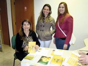 Da esquerda para a direita: Profa. Dra. Ligia Bicudo Muradian; Dra. Adriane Alexandre de Melo e Dra. Kelly Souza do Nascimento.