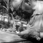 1946 – Enxertia de Rainhas feitas por Antônio Zovaro (transferência da larva do quadro original para a copula onde esta a geleira real.