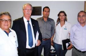 Momentos antes da Audiência encontro com o Presidente da FAAMESP Sr. Alcindo Alves, a direita e representantes do CATI e Associação de Apicultores de Itatinga – SP.