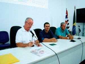 No início da reunião Dr. Constantino Zara Filho, Presiente da APACAME, o Professor Fernando Amaral e Sr. Radamés Zovaro, Diretor Técnico da APACAME