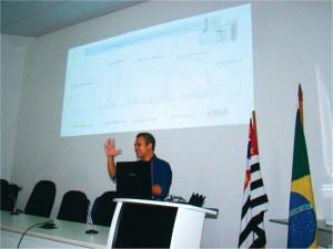A palestra foi enriquecida com apresentação de Data-Show o que poderia ser até dispensada ante o farto conhecimento do Prof. Fernando Amaral sobre o assunto.