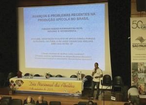 Fabiano Guedes ministrando sua palestra durante o evento