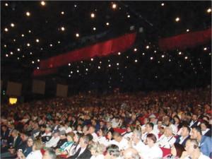 Foto 2 -Vista parcial da Delegação da APACAME e do público presente na abertura do 45o Congresso da APIMONDIA em Istambul