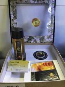 Foto 8 – Premiação com medalha de ouro – embalagem com mel da empresa Prodapys de Santa Catarina.