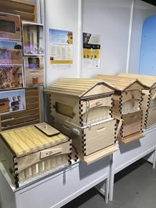 Foto 16 – Modelos da Colmeia Flow que permite a coleta de mel direto do favo.