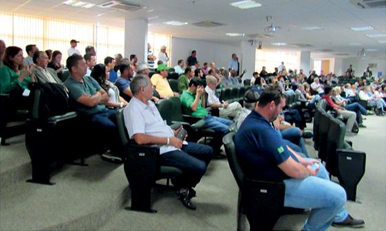 A Audiência Pública foi bastante concorrida com a manifestação de diversos representantes dos segmentos atingidos pelos Agrotóxicos e de representantes de Entidades que defendem a manutenção da Pulverização Aérea dos Agrotóxicos.