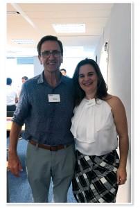 Foto 1  - Reunião ISO – Paris, 2019 Terry Braggins (Nova Zelândia) e Dra. Andresa Berretta (Presidente ABEMEL).