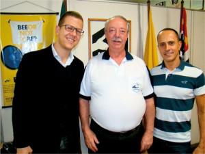 Da esquerda para a direita: Dr. Mikhael de Mattos Marques, Palestrante; Dr. Constantino Zara Filho, Presidente da APACAME e o Biólogo Feliciano Guedes que promoveu a reunião.