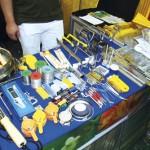 Utensílios apícolas para venda expostos em um dos stands da API-EXPO.