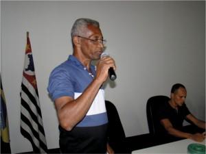 Após a palestra o nosso associado José Maria Rodrigues, comentou a florada de Capixingui que estava ocorrendo e trouxe um favo de melgueira pesando 3,80 kg de mel de Capixingui para mostrar aos participantes da reunião.
