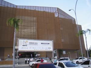 O imponente prédio do Centro de Convenções de Fortaleza apresentou instalações excelentes e adequadas para a realização do 21º Congresso Brasileiro de Apicultura e 7º Congresso Brasileiro de Meliponicultura. Foi um sucesso, veja alumas fotos do evento.
