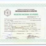 1985 – Documento de Registro de apiários a nível nacional existentes na época junto a Confederação Brasileira de Apicultura – Os apiários registrados por Luiz Zovaro foram 3 como consta no certificado.