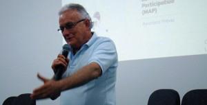 Prof Dr. Osmar Malaspina, durante a sua exposição