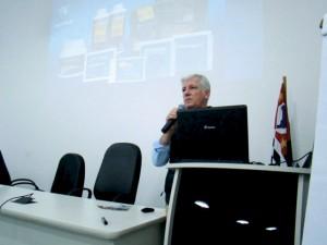 A palestra foi enriquecida com uma projeção de DataShow com uma seleção de slides com informações importantíssimas e que a todos agradou.