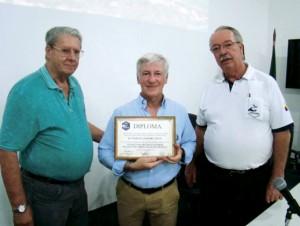 No encerramento da reunião o Dr. Marcelo Luiz Del Hoyo foi agraciado com um Diploma que servirá de recordação pela sua vinda ao Brasil para proferir esta brilhante palestra.