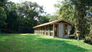 Meliponario Piraquara; situado a 1000 metros de altitude, sua localização é um ecoteno, transição da mata atlântica com a mata das araucárias.