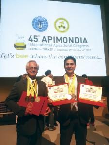 Célio Hercílio Marcos da Silva, Presidente da Prodapys. e Tarciano Santos da Silva, Diretor de Exportação da Prodapys logo após receberem as medalhas referente aos Concursos.