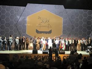 Foto 11 – Premiados da Apimondia 2017 recebendo suas medalhas, troféus e honrarias.
