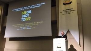 Foto 5 – Prof. Dr. Lionel S. Gonçalves em sua palestra sobre a Campanha de Proteção às abelhas e sobre a mortandade de abelhas no Brasil devido aos pesticidas (aplicativo Bee Alert).