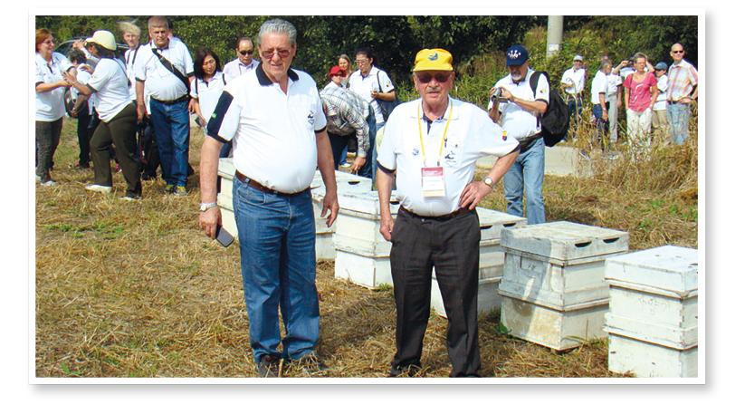 2015 – Radamés Zovaro com João Sobenko na visita técníca do 44º Congresso da  Apimondia realizado na cidade de Daejeon – Coreia do Sul.