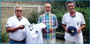 O Presidente Eloi Viana da Silva e o diretor Marcio Rinaldi com o homenageado